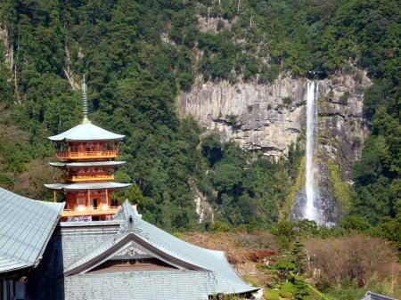 青岸渡寺から見た那智の滝