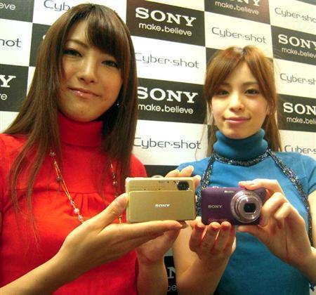 ソニーが発表した3D撮影ができる新デジタルカメラ(写真:産経新聞)