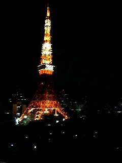 部屋から見た夜の東京タワー