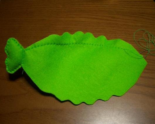 綺麗な曲線を描くように縫うのがコツ