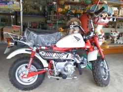 なぜかバイクが・・・。周りにも変なものが・・・。