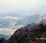 東峰山頂からの眺望(別府方面に伸びる高速道路)