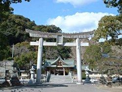 神幸橋から大鳥居と太鼓橋を通して見る和霊神社