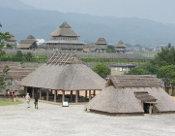 正面奥が北内郭の主祭殿