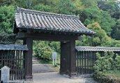 上立門(南登山口の搦め手口にある現存の門)