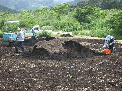 堆肥をまくボラバイター.jpg