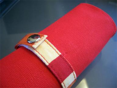 赤いペンケース