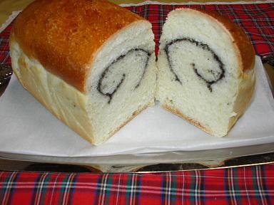 ごまクリームロール食パン