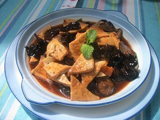 百合素食のキノコと豆腐炒め