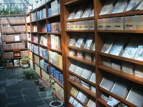 百合素食 本がたくさん