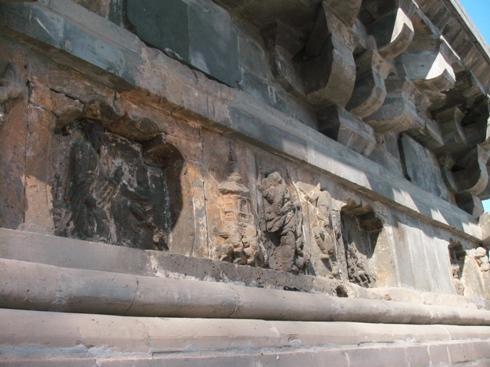 北塔の彫刻