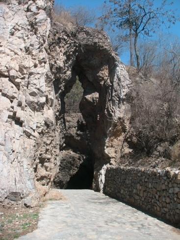 岩の裂け目