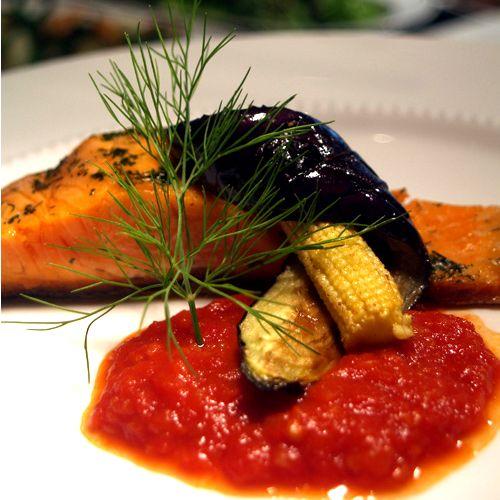 トラウトサーモンステーキ イタリア産有機トマトソース