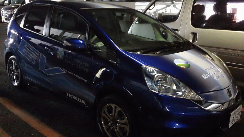 やってきた電気自動車