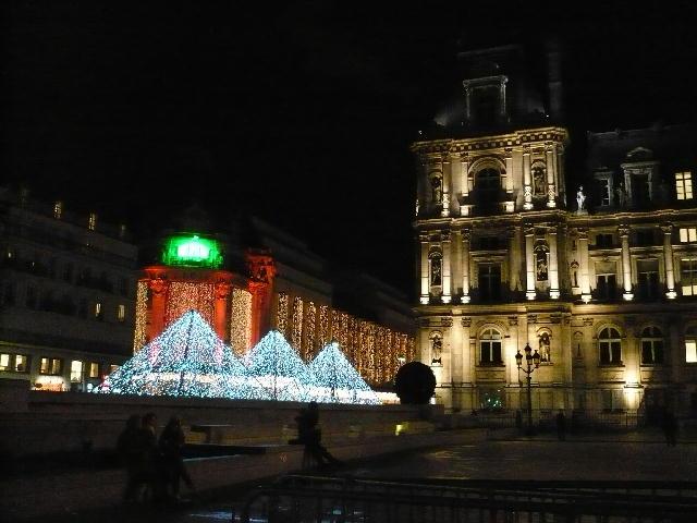 市庁舎とBHV