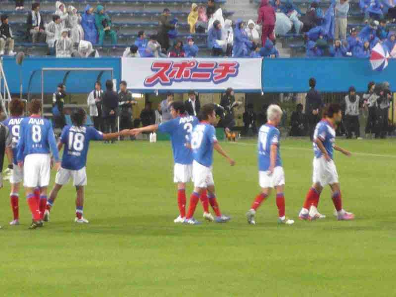 松田直樹と清水範久の握手
