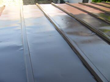 100425屋根のペンキ塗り3.JPG