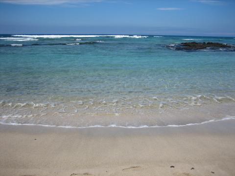 マウナラニのビーチ 波打ち際 1