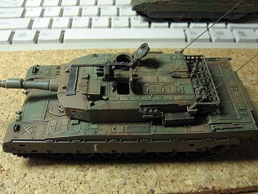 type90-72_20111122-03.jpg