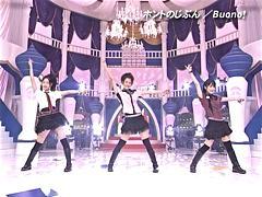 左から鈴木愛理 (℃-ute)、夏焼雅 (Berryz工房)、嗣永桃子 (Berryz工房)