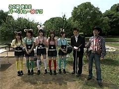 左から田中れいなちゃん、亀井絵里ちゃん、道重さゆみちゃん、新垣里沙ちゃん、高橋愛ちゃん、中川アナウンサー、下城さん。