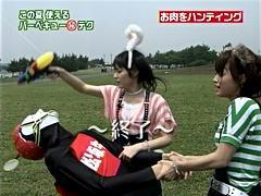 左からバーベ9マン (松阪牛)、道重さゆみちゃん、亀井絵里ちゃん。