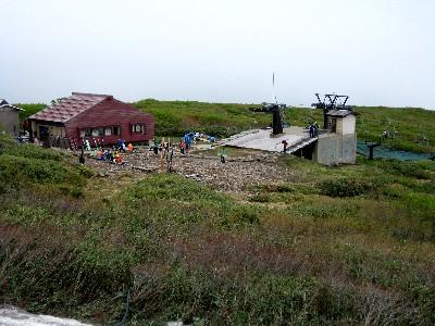 2009月山 月山リフトと山頂休憩所.JPG