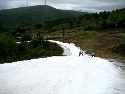 2009かぐら最終 和田小屋からリフト乗り場への小道.JPG