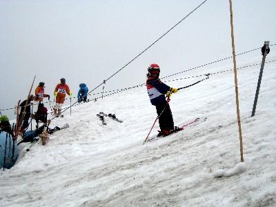 2009月山 Tバーに乗るガキ.JPG