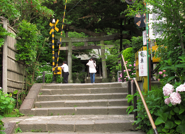 踏み切り御霊神社☆鎌倉