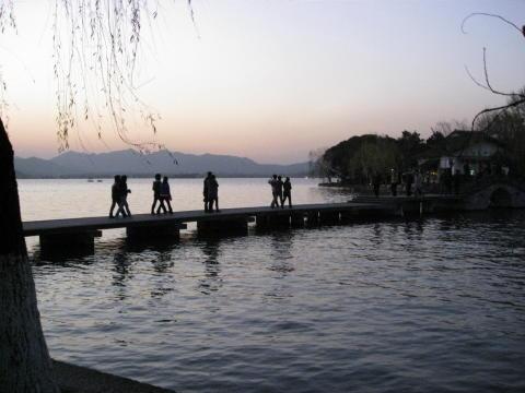 夕刻の西湖
