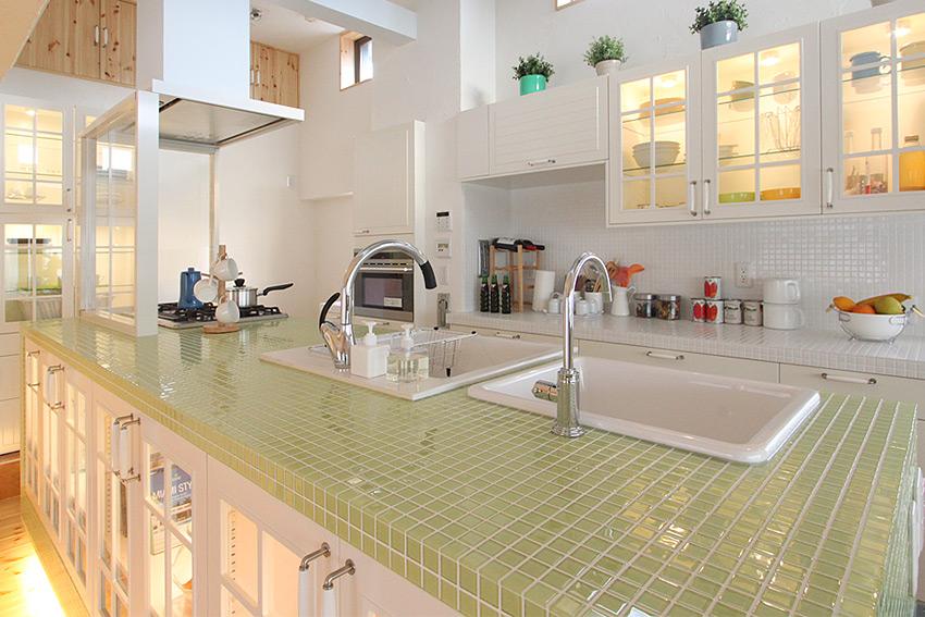 ガラスモザイクタイルキッチン1.jpg