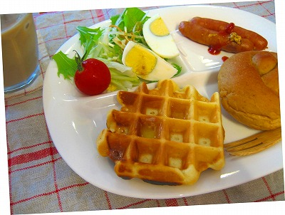 resizedアメリカンタイプのワッフルで朝食2010.07.25.jpg