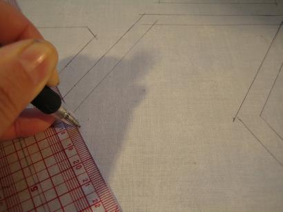 型紙を外して縫い線を記す。