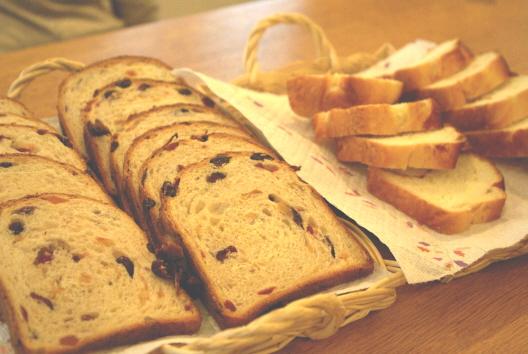 果実のパン断面.jpg