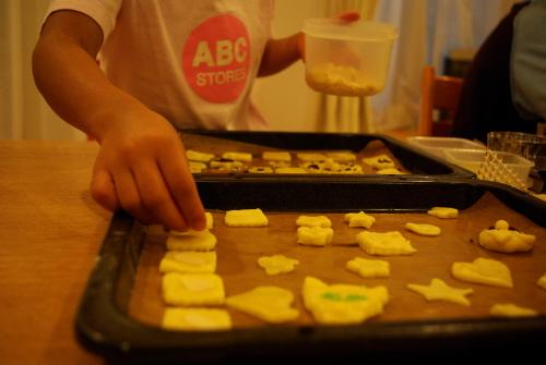 型抜きクッキー製作中.jpg