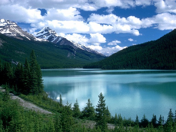 Alberta,_Canada_-_Lake_Louise.jpg