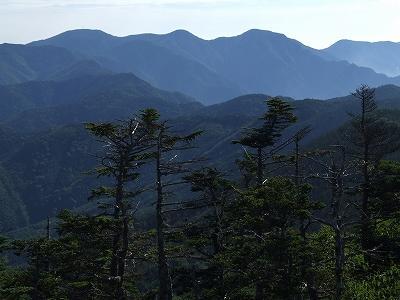 朝日岳からの甲武信岳