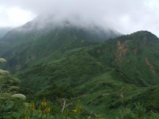 神楽ヶ峰からの苗場山