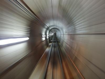 ケーブルカーのトンネル