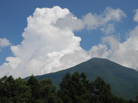 男体山と積乱雲