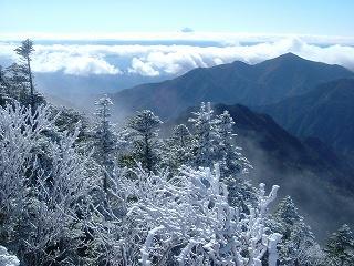 甲武信岳より望む富士山