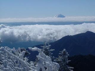 雲海の上の富士山