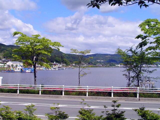 ベーカリーレストラン カンパーニュ SUWAガラスの里店から見た諏訪湖