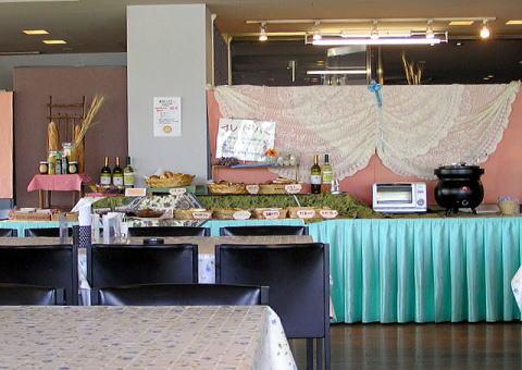 ベーカリーレストラン カンパーニュ SUWAガラスの里店のバイキング