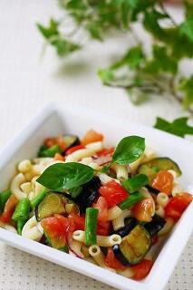 夏野菜とバジルの冷たいパスタ