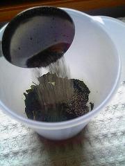 黒いスープにはまた、海苔