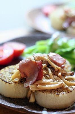 大根のステーキ・きのことベーコンのソース