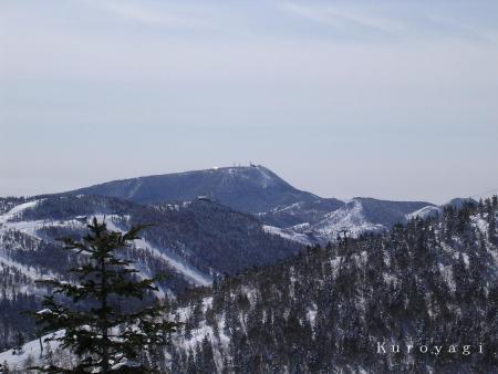 2/11 奥志賀から見た横手山の山頂付近。。