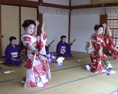 北陸一の芸達者「芦原芸妓」の奉納の踊り